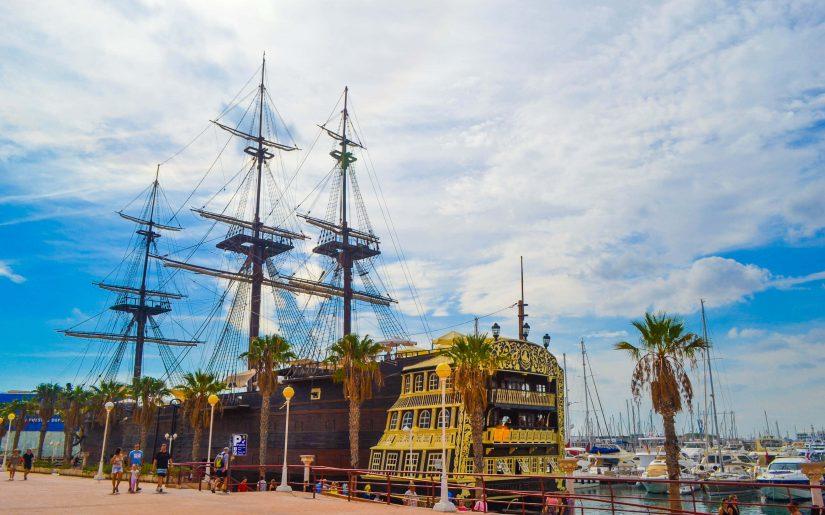 Корабль в Аликанте